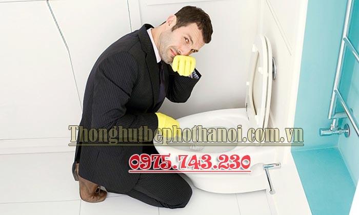 Xử lí tình trạng nhà vệ sinh bốc mùi khó chịu khi trời mưa