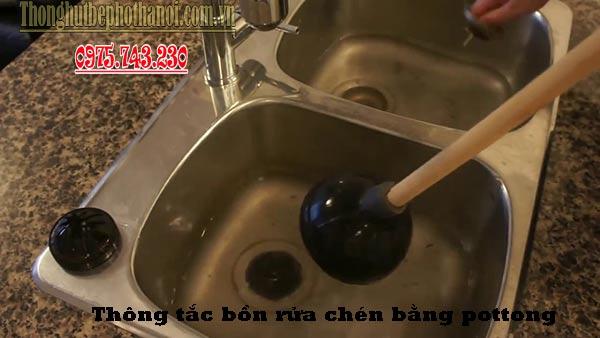 Thông tắc bồn rửa chén bát bằng pittong